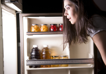 Eating irregular meals, and iron-high snacks at night, is harmful to sleep and health