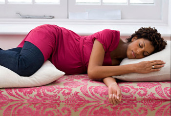 Insomnia and back pain can be alleviated by placing pillows correctly