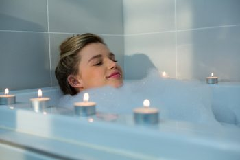 Insomnia sufferers should incorporate a bath into their bedtime routine